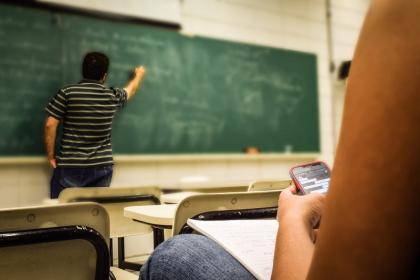 Žiak v triede