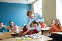 Učiteľov od školstva odrádza aj správanie detí, tvrdia riaditelia
