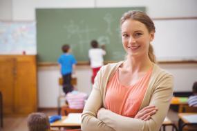 Naši začínajúci učitelia patria k najmenej zarábajúcim v Únii. Ich platy však porastú.