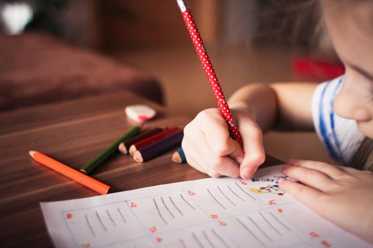 Rodičia nemusia doručovať na úrady práce potvrdenia o návšteve školy