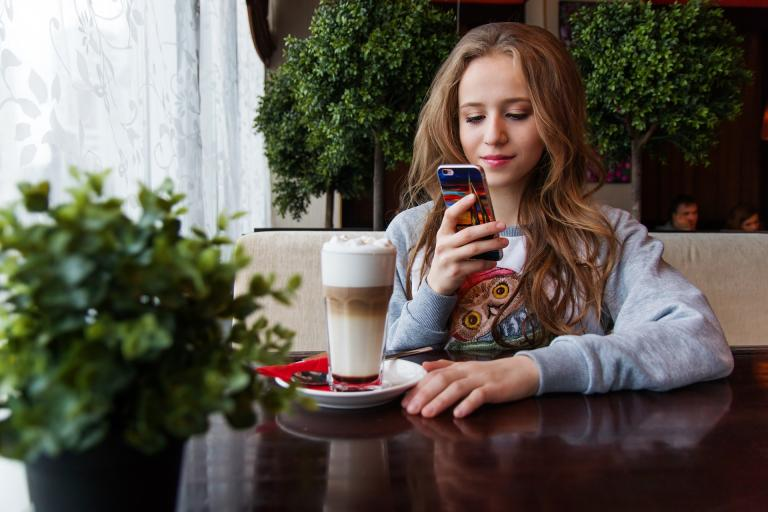 Rodičia sú za zákaz mobilov v školách