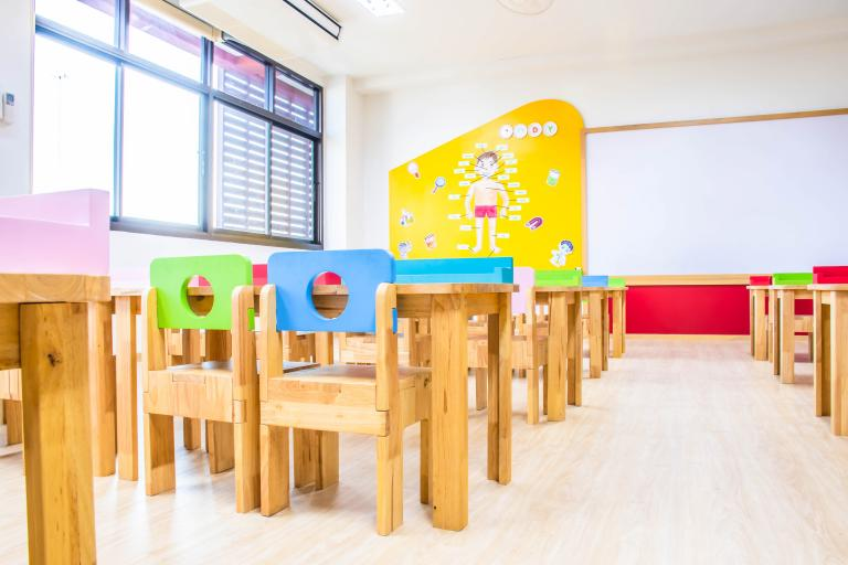 Deti, ktoré dovŕšia 5 rokov koncom roka, nemusia od januára nastúpiť do škôlky